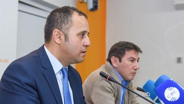 Турецкий публицист и политолог Йылмаз Алтунсой в международном мультимедийном пресс-центре Sputnik Азербайджан - Sputnik Азербайджан