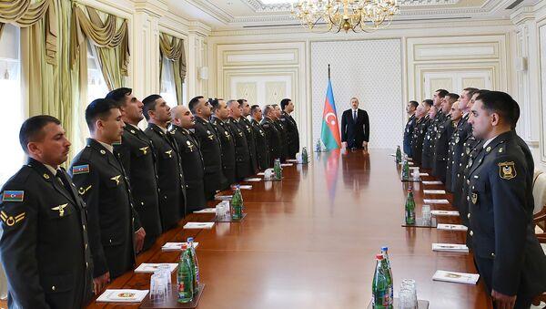 Ильхам Алиев встретился с группой военнослужащих в связи с годовщиной апрельских побед Азербайджанской армии - Sputnik Азербайджан
