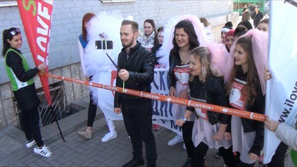 Бегом за мечтой: Невесты устроили забег в Ростове-на-Дону - Sputnik Азербайджан