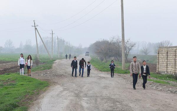 Учащиеся сельской школы в Аяг Гярвянд - Sputnik Азербайджан
