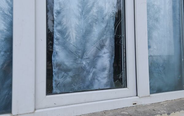 Разбитое окно школы - Sputnik Азербайджан