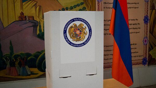 Избирательный участок в Ереване - Sputnik Азербайджан