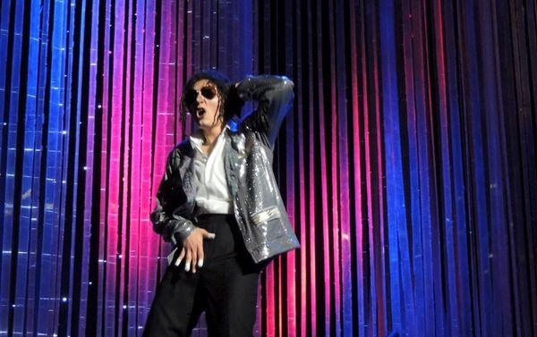 Пародийное представление Два в одном на сцене Азербайджанского государственного русского драматического театра - Sputnik Азербайджан