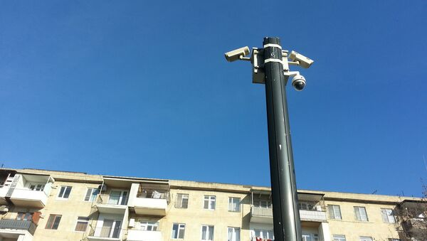 Камера автоматической фиксации нарушений правил дорожного движения на улице Микаила Мушфига в Баку - Sputnik Азербайджан
