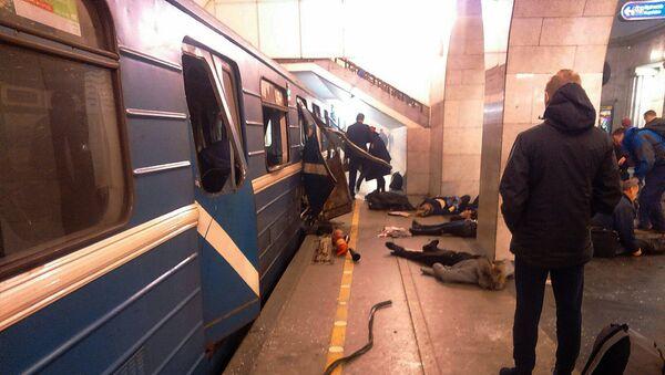 Жертвы теракта на станции петербургского метро Технологический институт, 3 апреля 2017 года - Sputnik Азербайджан