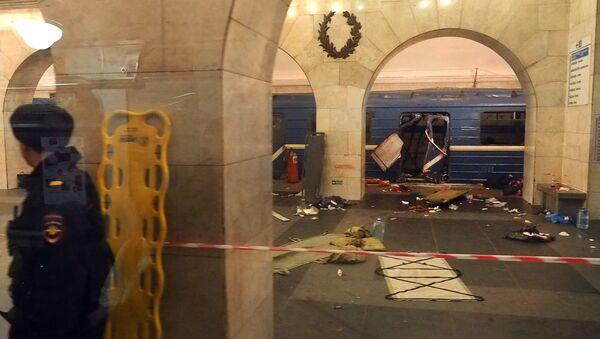 Станция метро Технологический институт после взрыва, Санкт-Петербург, 3 апреля 2017 года - Sputnik Азербайджан