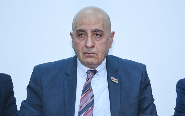Депутат Милли Меджлиса АР Расим Мусабеков - Sputnik Азербайджан