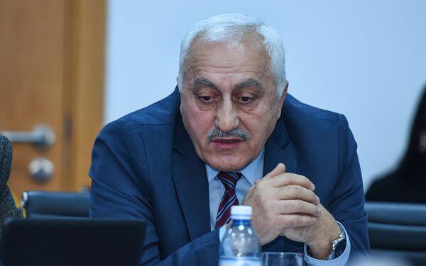 Декан Академии государственного управления при Президенте Азербайджана Чингиз Исмаилов - Sputnik Азербайджан
