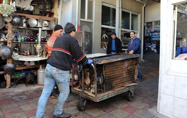 Последствия пожара на знаменитом рынке Тезе базар в Баку - Sputnik Азербайджан
