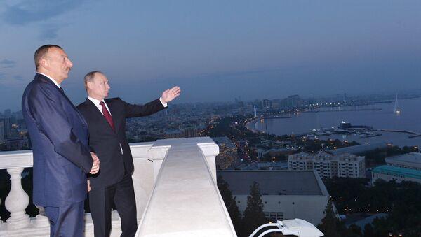 Ильхам Алиев и Президент Российской Федерации Владимир Путин побывали в Нагорном парке в Баку, 13 августа 2013 года - Sputnik Азербайджан