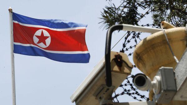 Флаг КНДН рядом с камерами видеонаблюдения, фото из архива - Sputnik Азербайджан