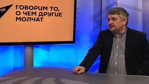 Президент Центра системного анализа и прогнозирования России Ростислав Ищенко - Sputnik Азербайджан