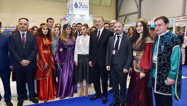 Президент Ильхам Алиев ознакомился с XVI Азербайджанской международной выставкой Туризм и путешествия AITF-2017 - Sputnik Азербайджан