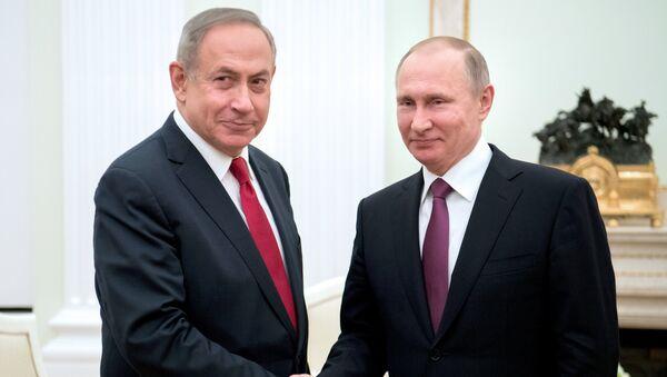 Президент РФ Владимир Путин и премьер-министр Израиля Биньямин Нетаньяху (слева) во время встречи - Sputnik Азербайджан