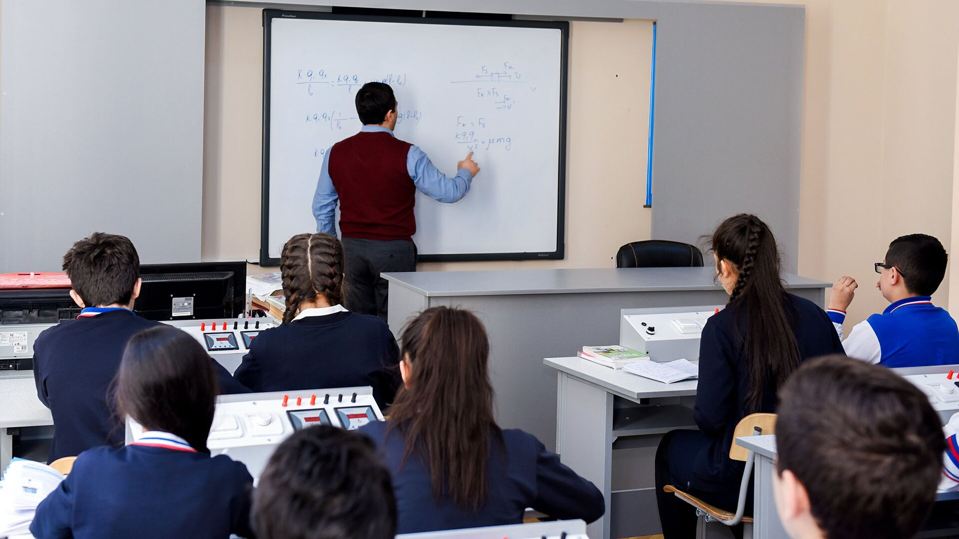 Учебный процесс в одной из средних школ Баку, фото из архива - Sputnik Азербайджан, 1920, 17.09.2021