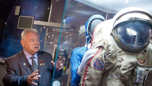 Открытие выставки Они были первыми, посвященной 50-летию первого полета человека в космос - Sputnik Азербайджан
