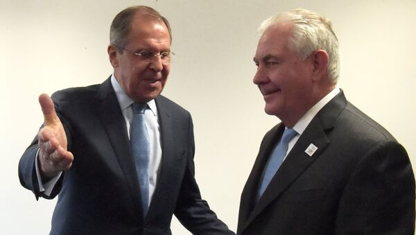 Министр иностранных дел РФ Сергей Лавров (слева) и государственный секретарь США Рекс Тиллерсон во время переговоров в рамках встречи глав МИД Большой двадцатки (G20), фото из архива - Sputnik Азербайджан