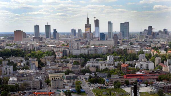 Вид на центр Варшавы и Свентокшиский мост через реку Вислу, 18 марта 2012 года - Sputnik Азербайджан