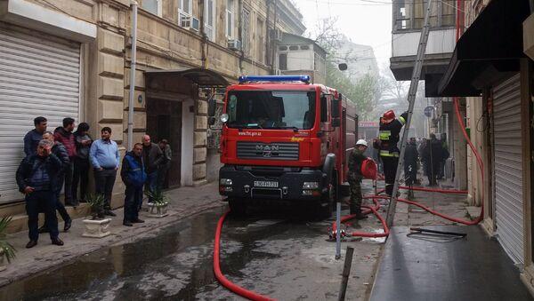 Тушение пожара в жилом доме, фото из архива - Sputnik Азербайджан