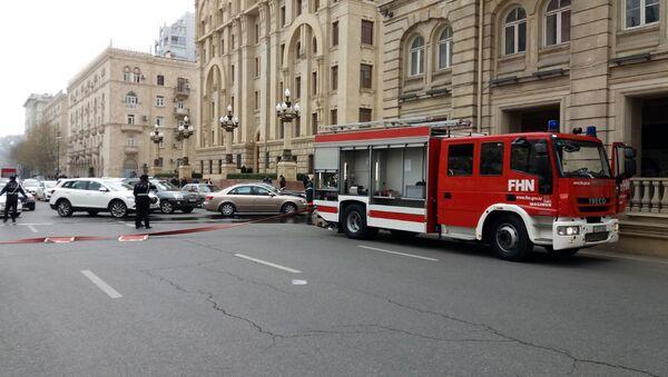 Тушение пожара в жилом доме на улице Сулеймана Тагизаде в Баку - Sputnik Azərbaycan