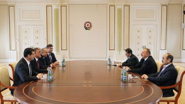 İlham Əliyev Türkiyənin sabiq Prezidenti Abdullah Gülün başçılıq etdiyi nümayəndə heyətini qəbul edib - Sputnik Azərbaycan