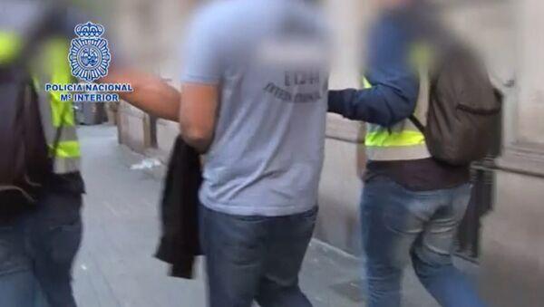Кадры задержания россиянина Петра Левашова в Барселоне - Sputnik Азербайджан