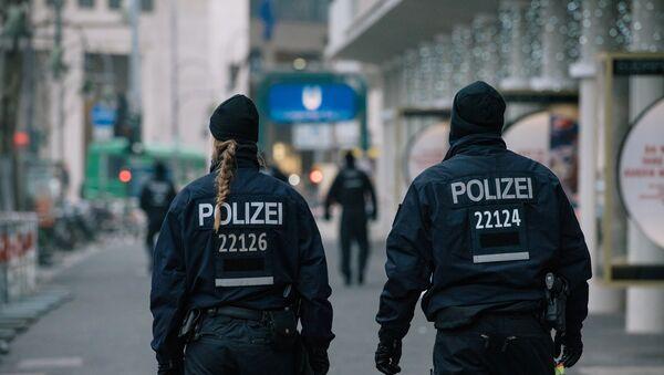 Сотрудники полиции недалеко от места теракта в Берлине, фото из архива - Sputnik Азербайджан