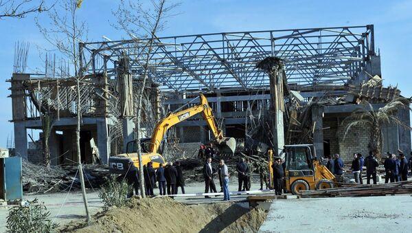 Обрушившееся недостроенное здание в Баку - Sputnik Азербайджан