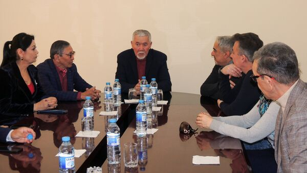 Встреча казахстанских актеров со своими азербайджанскими коллегами – актерами Русской драмы - Sputnik Азербайджан