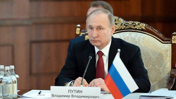 Президент РФ Владимир Путин на ВЕЭС - Sputnik Азербайджан