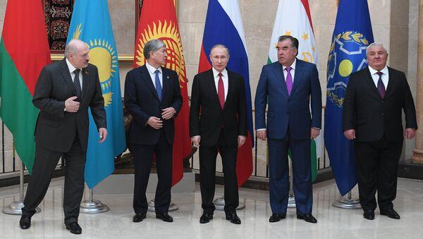 Yuri Xaçaturov (fotoda: sağda) - Sputnik Azərbaycan