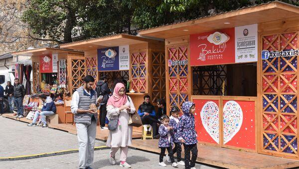 Торговые павильоны шоппинг-фестиваля в Баку. - Sputnik Азербайджан