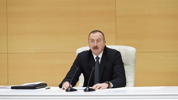 Prezident İlham Əliyevin qeyri-neft ixracatçılarının Yevlaxda keçirilən respublika müşavirəsində çıxışı - Sputnik Azərbaycan