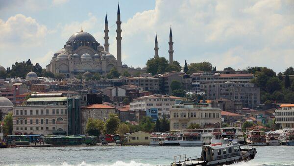 Вид на Голубую мечеть через пролив Босфор в Стамбуле, Турция - Sputnik Азербайджан