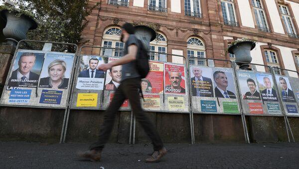 Агитационные плакаты кандидатов на президентских выборах во Франции, 10 апреля 2017 года - Sputnik Азербайджан