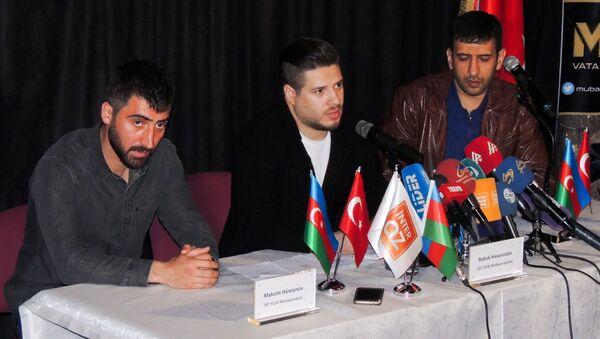 Слева направо: представитель İst Film Максим Гусейнов, пресс-секретарь кинокомпании Бабек Гасанзаде, сценарист фильма Mübariz Рашад Сулейманбейли - Sputnik Азербайджан