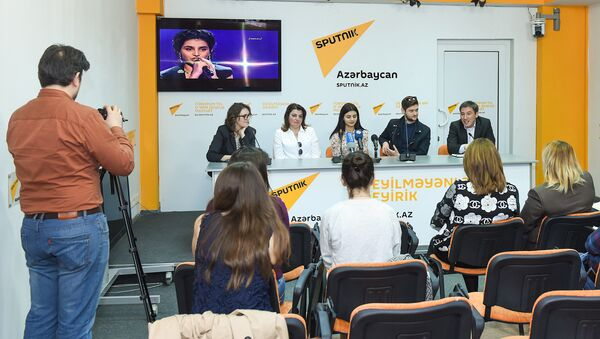 Пресс-конференция участницы проекта Ты супер! Парваны Алджановой - Sputnik Азербайджан