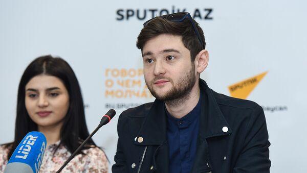 Победитель конкурса Евровидение 2012 Эльдар Гасымов на пресс-конференции Парваны Алджановой - Sputnik Азербайджан