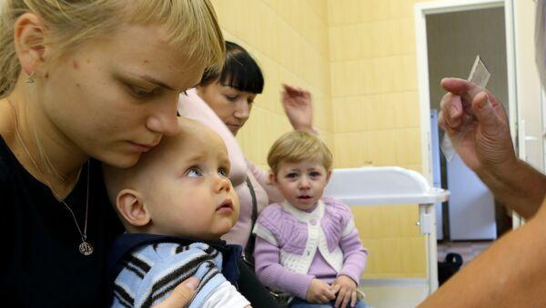 Вакцинация детей, фото из архива - Sputnik Азербайджан