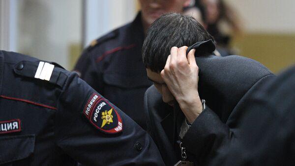Предполагаемый организатор теракта в метро Петербурга Аброр Азимов после заседания в Басманном суде Москвы - Sputnik Азербайджан