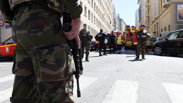 Французские полицейские и солдаты, фото из архива - Sputnik Азербайджан