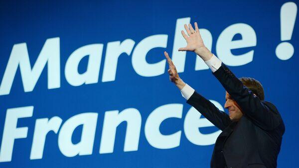 Кандидат в президенты Франции, лидер движения En Marche Эммануэль Макрон во время пресс-конференции по итогам первого тура президентских выборов во Франции - Sputnik Азербайджан