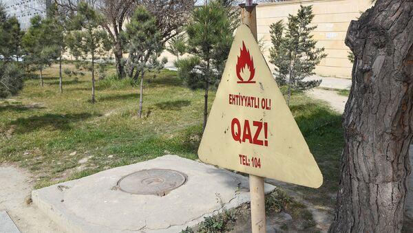 Предупреждающий знак на одной из улиц Баку - Sputnik Азербайджан