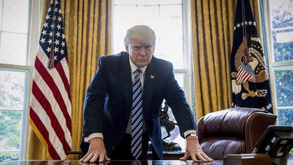 Президент США Дональд Трамп в Овальном кабинете, фото из архива - Sputnik Азербайджан