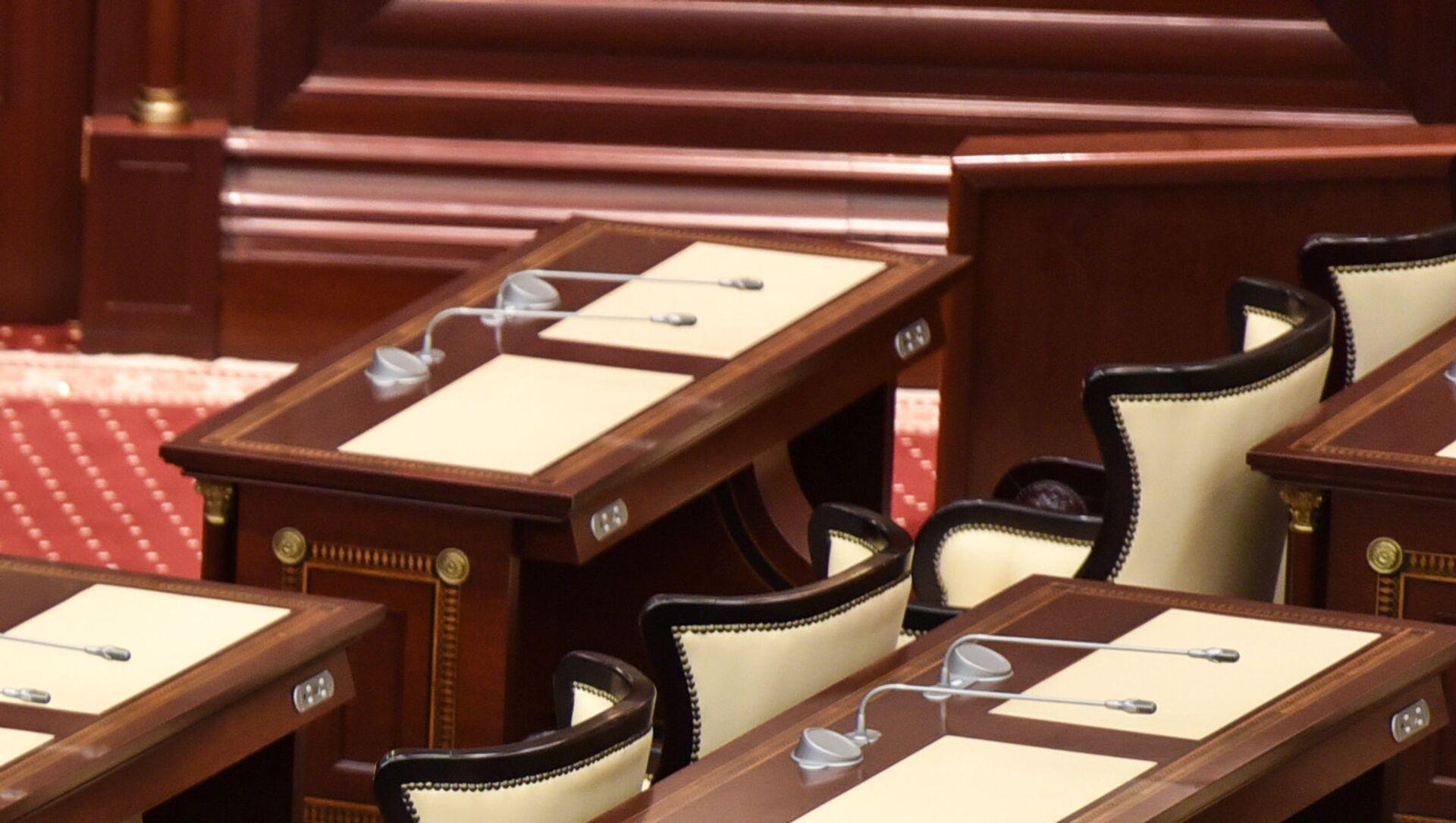 Рабочее место депутата парламента Азербайджана - Sputnik Azərbaycan, 1920, 30.07.2021