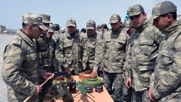 Проведена демонстрация вооружения, военной и специальной техники, которые будут применены на азербайджано-турецких совместных учениях - Sputnik Азербайджан