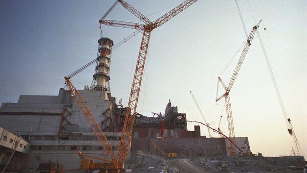 Ликвидация последствий аварии на Чернобыльской АЭС, фото из архива - Sputnik Azərbaycan