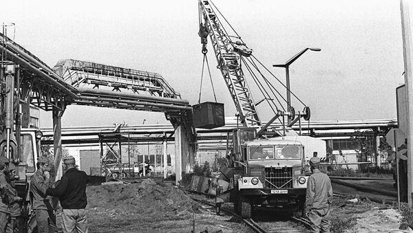 Работа на территории Чернобыльской атомной электростанции после аварии, 26 апреля 1986 года - Sputnik Азербайджан