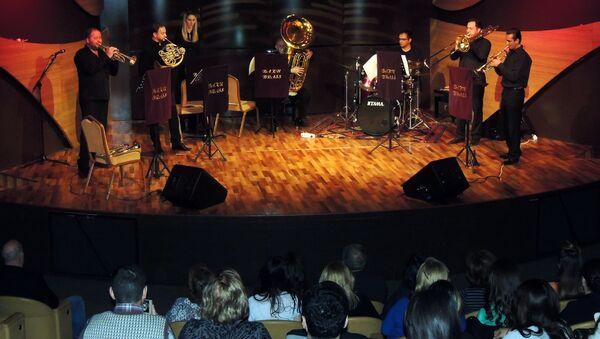 Выступление ансамбля духовых инструментов Baku Brass в Центре мугама в Баку - Sputnik Азербайджан