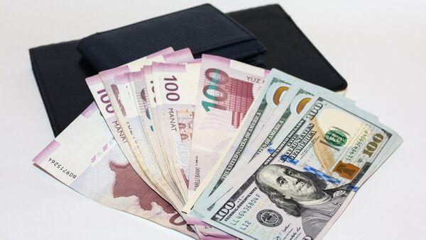 Манаты и доллары, фото из архива - Sputnik Azərbaycan